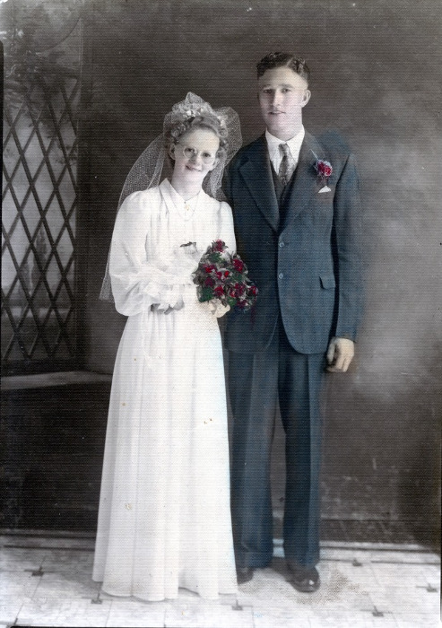 Esther and Bill Elliott wedding photo.