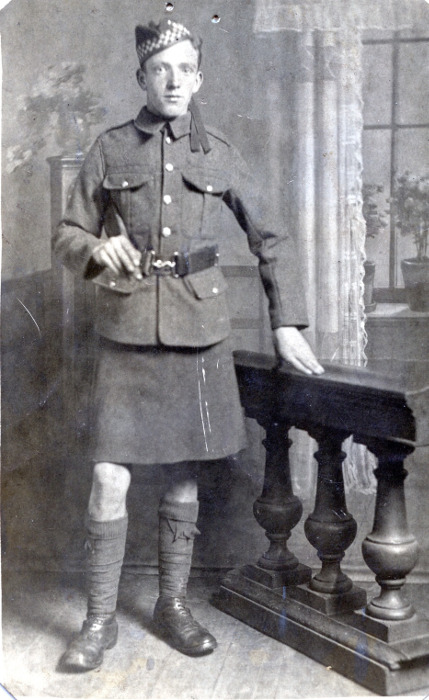 Frank Elliott in Argyll and Sutherland Highlanders uniform, 1914 or 1915.